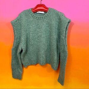 zara • sage green cold shoulder cutout sweater l